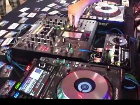 AmazonDJ Top Team in Action - DJ Nakai in World Dj Day 2013 Kit Pioneer 2000 Nexus + RMX