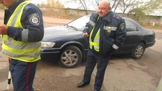 ГАИ. Одесса, прогоняем..AVI(Направляясь в сторону цементного завода увидел что стоит автомобиль с синими номерами но без всяких опозна..., 2012-11-06T20:06:58.000Z)