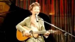 Repeat youtube video 知床旅情 - 加藤登紀子