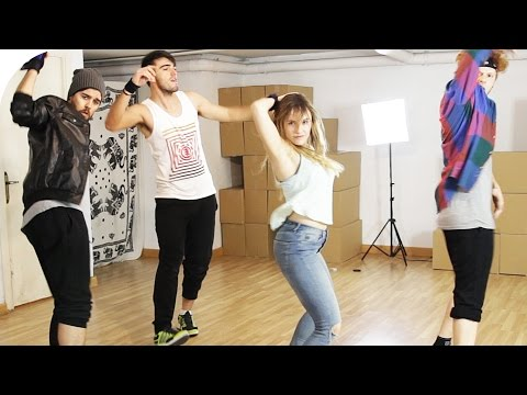 Aprendiendo a bailar Despacito con The Lay Out Show | Roenlared