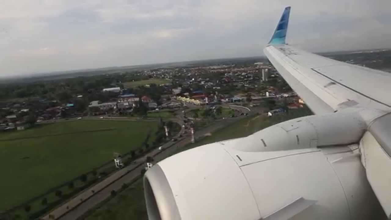 garuda indonesia pk gfc landing at syamsudin noor airport in banjarmasin