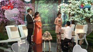Cô gái Bến Tre xúc động khi bạn trai hát Em Gái Mưa quỳ xuống cầu hôn trước đám đông khán giả💍