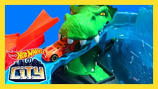 COLOR SHIFTING CARS at the GATOR CAR WASH! | Hot Wheels City | Hot Wheels