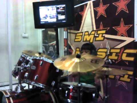 Ibrahim Drummer kecil SMI Solo Drum Cover Cinta Gila - Ungu