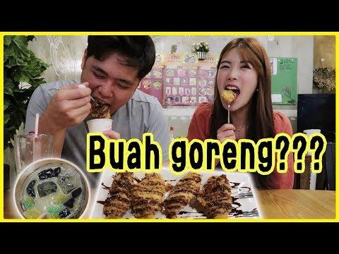 orang-korea-pertama-kali-makan-pisang-goreng-dan-es-dawet-yang-segar~!