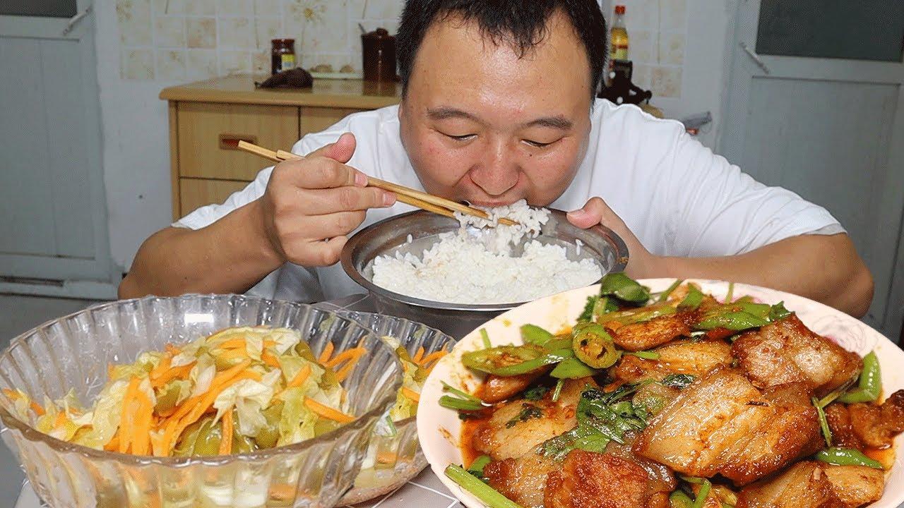 猪肉价格有创新低!小伙做一盘小炒肉庆祝,配上米饭一顿狂造,过瘾!【cram阿强】