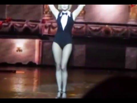 На концерте в Минске Гагарина меняла откровенные наряды: один короче другого