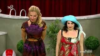 Komedi Türkiye - Gizem Olcay'ın Tatil Faciası Skeci (1.Sezon 8.Bölüm)
