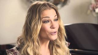 """LeAnn Rimes talks about the recording of """"Christmas Time is Here"""""""