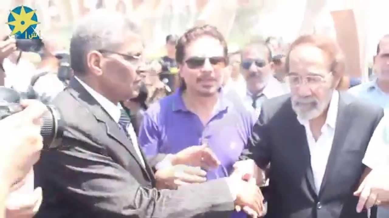 بالفيديو انهيار محمود ياسين في جنازة نور الشريف Youtube