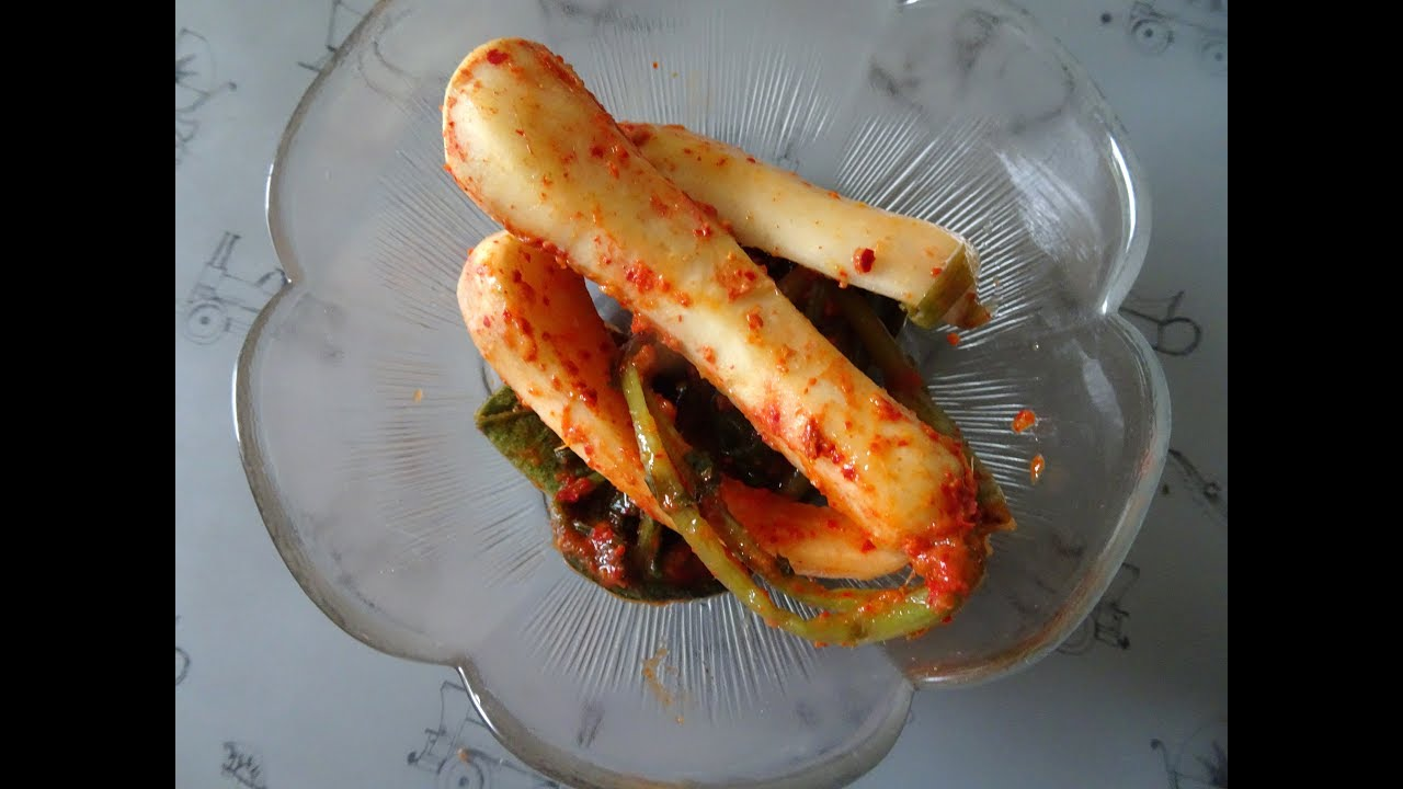 Ponytail Radish Kimchi - Chonggak Kimchi 총각김치 - YouTube