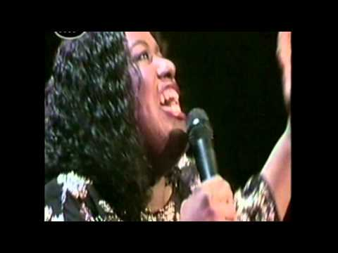 #nowwatching Paul Simon ft Jennifer Holliday & Luther Vandross - Bridge Over Troubled Water (LIVE)
