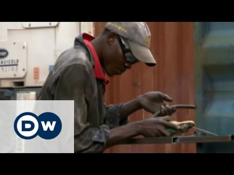 Turning shipping containers into apartments | DW English