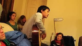 Lạc mất mùa xuân- guitar - Chân Lê  - Đệm  hát cho mấy bạn Tây nghe
