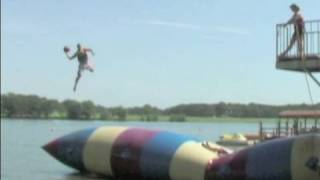 Trick Shot Basketball | Dude Perfect | Summer Camp(The Dude Perfect crew blasts on over to Summer Camp! ---------------------------------------- ▻ PLAY our iPHONE GAME - http://smarturl.it/DPGameiPhone ▻ VISIT ..., 2009-08-30T19:00:36.000Z)