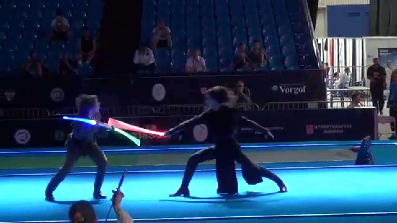 Star Wars Cavaliere Jedi combatte con il Signore dei Sith - Campionati del mondo di scherma 2015 a Mosca
