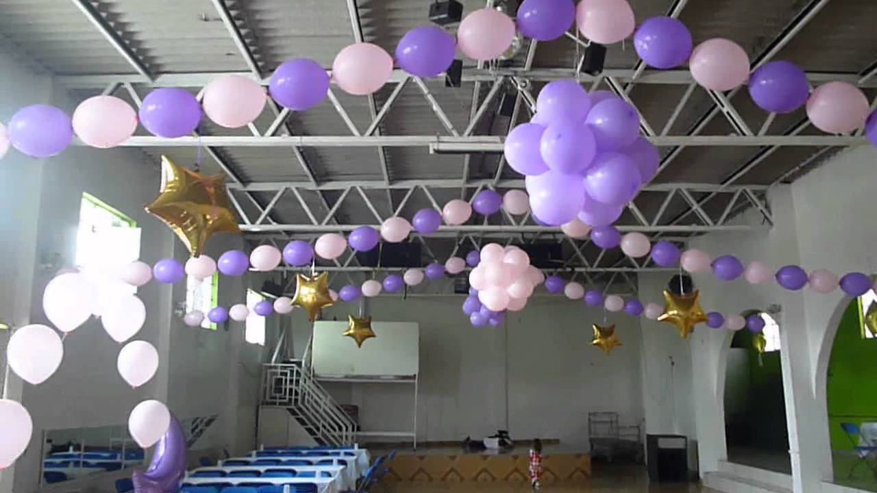 Decoracion con globos bipolo y topiarios youtube for Arreglos de salon con globos