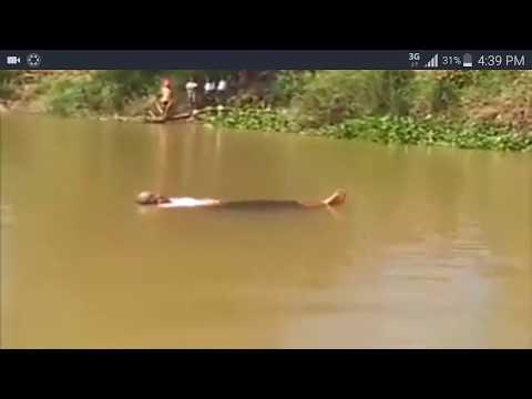 លោកយាយទំងន់ ៩០គីឡូ អាចបណ្តែតខ្លួនលើទឹក A woman 90kg allow her body to float on the water