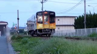 掛川市役所前駅での天竜浜名湖鉄道TH2100形気動車