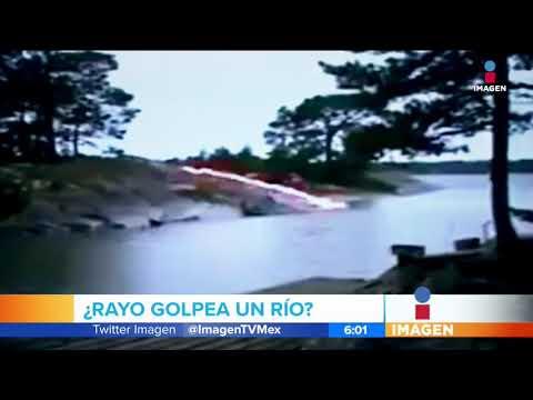 Increíble imagen de un rayo golpeando un río | Noticias con Francisco Zea