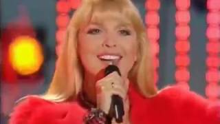 Смотреть видео Варвара - Бубенцы [Праздничный концерт – «Москва не сразу строилась», 2008] онлайн