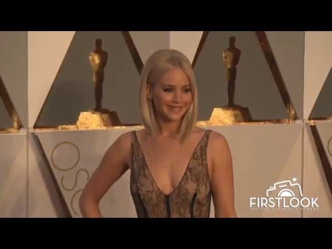 Jennifer Lawrence arrives at the 2016 Oscars in Hollywood