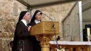 Dúo de monjas en el centenario de Santa Teresa