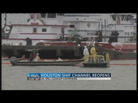 Full ferry service resumes after Texas oil spill