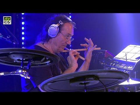 Vinnie Colaiuta - first Roland live show (excerpt)