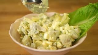 Przepis - Sałatka pieczarkowa z gotowanym jajkiem i serem żółtym (przepisy kulinarne przepisy.pl)