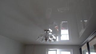 Установка серых глянцевых натяжных потолков