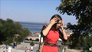 Я иду такая вся на Лабутенах в Дольче Габбана!!!))) Это Одесса, Детка! ))