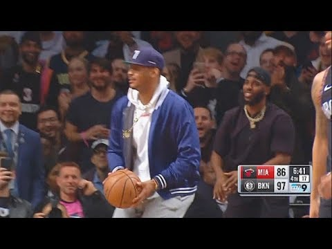 Carmelo Anthony Fools The Entire Nets Crowd By Attempting A Shot In Dwyane Wade's Final NBA Game!