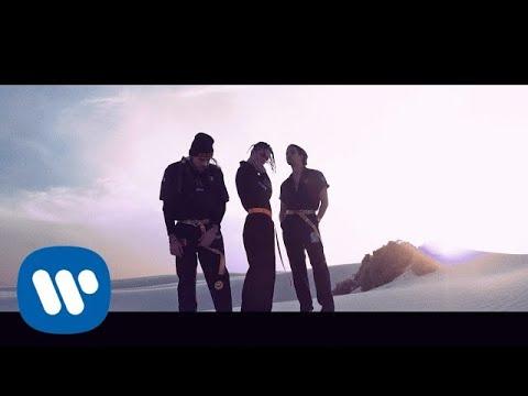 Смотреть клип Chase Atlantic - Angels