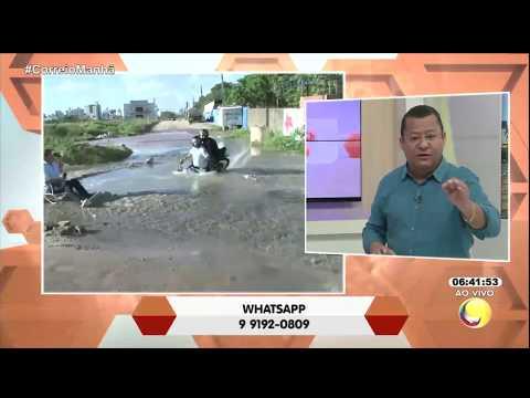 Motoqueiro é engolido por buraco no bairro do Bessa, em João Pessoa