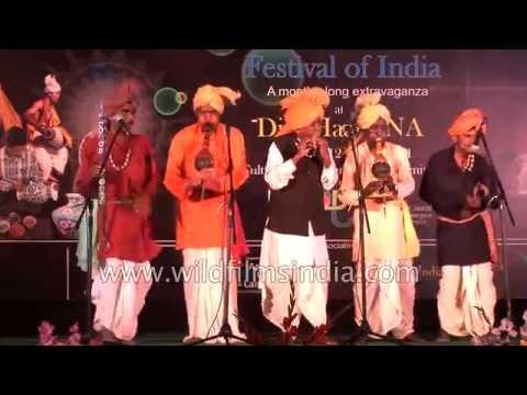 Musical show by Indian folk musicians : chimta, been, bamboo flute