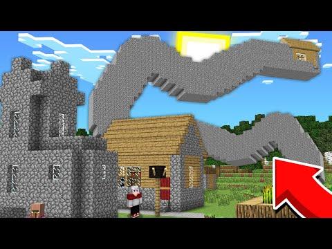 КТО ЖИВЕТ В САМОМ КРИВОМ ДОМЕ В МАЙНКРАФТ 100% Троллинг Ловушка Minecraft Странный Дом Деревня