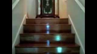 видео Стоимость деревянной лестницы на второй этаж