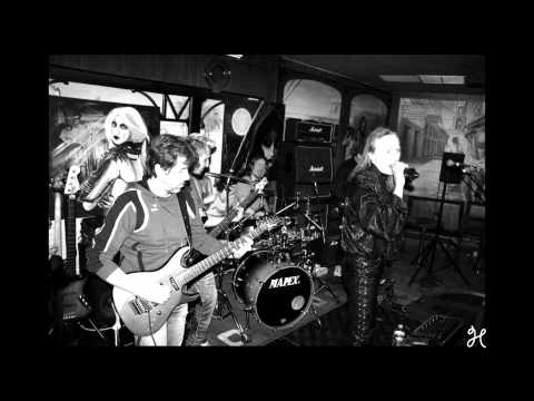 Bloody Fangs : Old shadow (version studio)