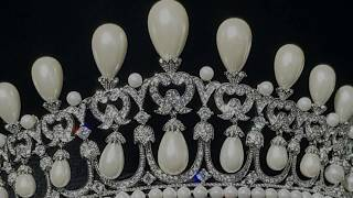 The Cambridge Lovers Knot Tiara - Queen Mary`s  - The Crown Jewels Copy Replica Fake Faux