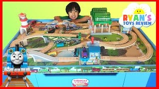 Thomas and Friends Wooden Railway Knapford Station and Tidmouth's Tipping Bridge