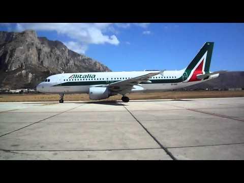 Aeroporto di Punta Raisi Palermo Airbus A320-216 in fase di rullaggio