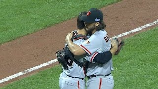 Bumgarner sends the Giants to the NLDS