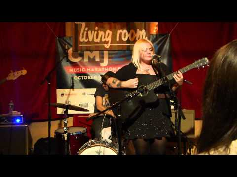 Elle King_I Just Can't Be Loved_Living Room_CMJ 2011_HQ