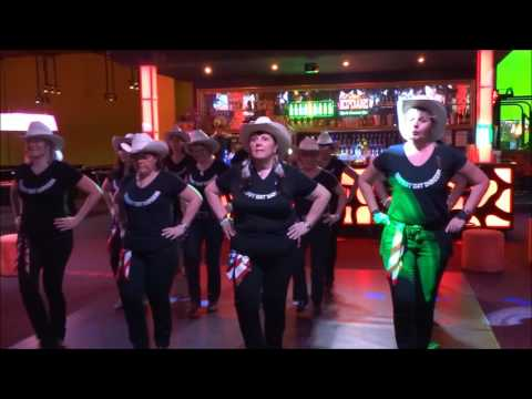 BABY BELLE avec le Groupe animation COWBOY HAT DANCERS