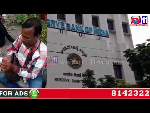 ILLEGAL CHANGE EXCHANGE IN FRONT OF RBI OFFICE NAMPALLY HYDERABAD TV11 NEWS 25TH JUNE 2017