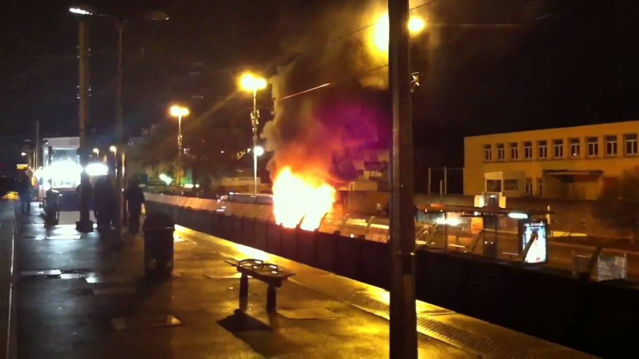 Bus en feu gare Aulnay sous bois (93)  YouTube ~ Rer B Aulnay Sous Bois