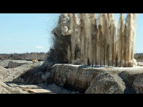 Awesome Earth-movers, Dangerous Mining Blast Process - The Working Safety With High Level