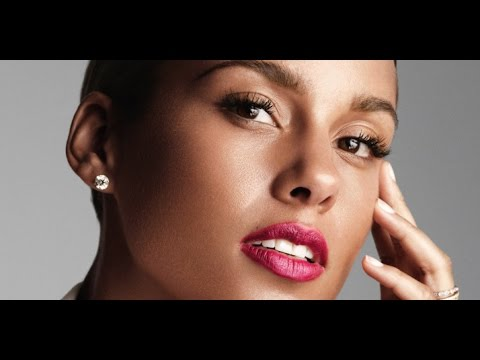 "Alicia Keys Responds To Critics Of ""No-Makeup Movement"""