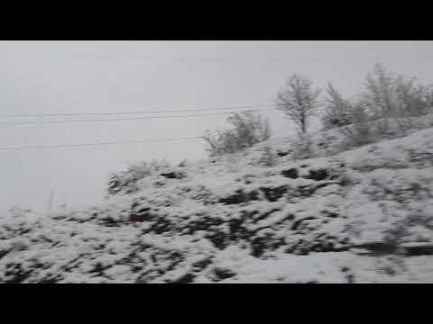 Precioso paisaje nevado en la carretera León - Asturias (AP-66) a su paso por la montaña leonesa.